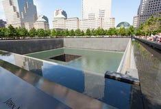 Minnes- springbrunn till offren av September 11, 200 Arkivbilder