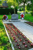 Minnes- stenuppsättning på fläcken av död av kämpar av 3rd bepansrade uppdelning i Augusti 1941, Veliky Novgorod, Ryssland Arkivbilder