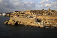 Minnesmärke för belägringKlocka krig i en hamn Valletta på soluppgång Royaltyfri Foto