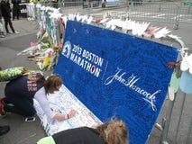 Minnesmärke för Boston maratonbombning på den Boylston gatan Royaltyfri Foto
