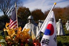 Minnesmärke för koreanskt krig, flaggor Arkivbild