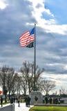 Minnesmärke för världskrig II, amerikanska flaggan på ingången Washington DC, USA Arkivbild
