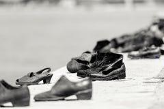 Minnesmärke till förintelsen i Donauen, Budapest arkivfoton