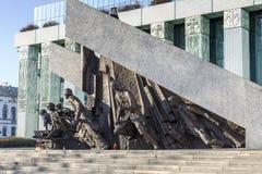 Minnesmärke till Warszawaupproret som 1944 avtäckas i 1989 Arkivbilder