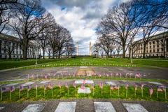 Minnesmärkear och små amerikanska flaggan på Pennsylvania påstår locket Royaltyfri Foto