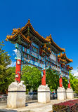 Minnesmärkebågen i Jingshan parkerar utanför slottmuseet - Peking Arkivbilder