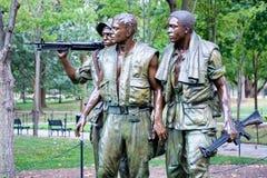 Minnesmärken för tre militärer som firar minnet av vietnamkriget i W Arkivbild