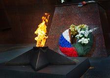 Minnesmärken till gravvalvet av soldater dog i WWII i Zvenigorod, Ryssland Arkivfoton