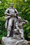 Minnesmärken till krigaren - spana i Victory Park, Kaliningrad, Ryssland royaltyfri bild