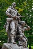 Minnesmärken till krigaren - spana. Victory Park Kaliningrad, Ryssland royaltyfri fotografi