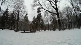 Minnesmärken till Taras Grigorovich Shevchenko i en vinter parkerar Khmelnytskyi Ukraina stock video