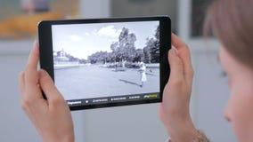 Minnestavla ökad verklighet app Arkivfoton
