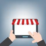 Minnestavla i handen för att shoppa online-rengöringsduken och mobila applikationer, mobilt teknologibakgrundsbegrepp, illustrati Royaltyfri Fotografi
