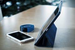 Minnestavlan smart telefon, ilar klockan Royaltyfria Foton