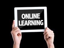 MinnestavlaPC med online-lära för text som isoleras på svart bakgrund royaltyfria foton