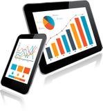 MinnestavlaPC och Smartphone med statistikdiagrammet Arkivbild