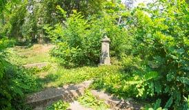 Minnesvärd kyrkogård i den Shipka kloster i Bulgarien Arkivbild