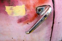 Minnesvärda ting av det rosa chevy lastbilhandtaget Arkivfoto