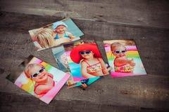 Minnet och nostalgi för fotoalbum i sommarresa snubblar på Arkivfoton