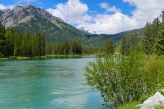 Minnewanka-Schleife und See Johnson nahe Banff Stockfotografie