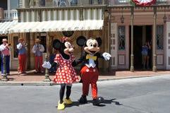 Minnie和在迪斯尼乐园的米老鼠 库存照片