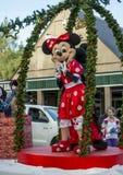 Minnie Mouse in een Hamner springt Kerstmisparade op Royalty-vrije Stock Foto's