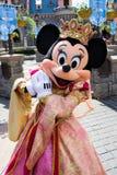 Minnie Mouse under en show, Disneyland Paris royaltyfri bild