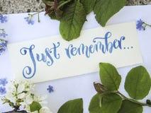 Minns lekmanna- sammansättning för lägenheten med kalligrafi av precis i blått på vitbok Royaltyfria Foton