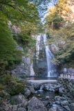 Mino faller Meiji-ingen-mori Mino Quasi-medborgare parkerar (den Mino vattenfallet) Minoo Park Stream Royaltyfria Foton