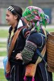Minoranza cinese della donna di Hmong in Sapa, Vietnam Fotografie Stock