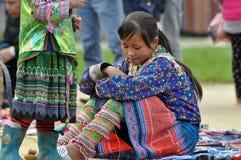 Minoranza cinese della donna di Hmong in Sapa, Vietnam Immagine Stock