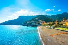 Minori stad i den Amalfi kusten, strandsikt italy arkivfoton