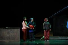 MinoritetkvinnaJiangxi opera en besman Royaltyfria Foton
