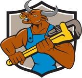 Minotaur tjurrörmokare Wrench Crest Cartoon Royaltyfri Fotografi