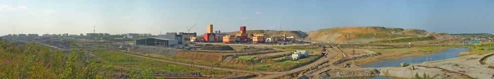Minować i zakład przetwórczy Alrosa diamentu firma górnicza obrazy stock