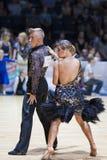 MINSK-BELARUS, 5月, 18日:未认出的舞蹈夫妇执行成人 免版税图库摄影
