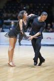 MINSK-BELARUS, 5月, 18日:未认出的舞蹈夫妇执行成人 免版税库存照片