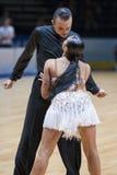 MINSK-BELARUS, 5月, 18日:未认出的舞蹈夫妇执行成人 图库摄影