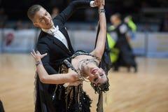 MINSK-BELARUS, 5月, 19日:未认出的舞蹈夫妇执行成人 免版税库存照片