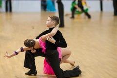 MINSK-BELARUS, 7-ОЕ АПРЕЛЯ: Неопознанная пара танца выполняет Yout Стоковые Изображения RF