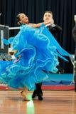 MINSK-BELARUS, 4 MARZO: Coppie adolescenti di ballo Immagine Stock