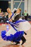 MINSK-BELARUS, 4 MARZO: coppie adolescenti di ballo Fotografia Stock