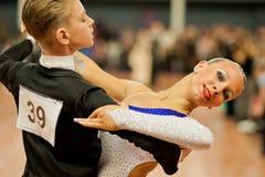 MINSK-BELARUS, 4 MARZO: una coppia adolescente di ballo Fotografia Stock