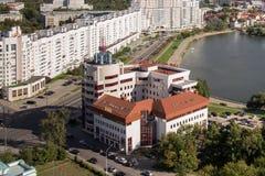 MINSK, BELARUS - 15 AOÛT 2016 : Vue aérienne de la partie du sud de Minsk avec le nouveau bâtiment un des banques et de tout autr photos libres de droits