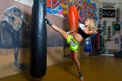 Minsk, Belarus - 2 août 2013 : Catherine Vandareva - monde multiple et championne européenne dans la boxe thaïlandaise et Muaytha Photo libre de droits