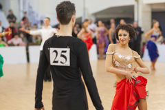 MINSK-BELARUS, APRIL, 7: Nicht identifiziertes Tanzpaar führt ADUL durch Stockfoto