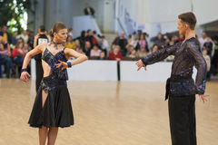 MINSK-BELARUS, APRIL, 7: Nicht identifiziertes Tanzpaar führt ADUL durch Stockbilder