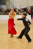 MINSK-BELARUS, APRIL, 7: Nicht identifiziertes Tanzpaar führt ADUL durch Lizenzfreies Stockbild