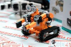 MINSK, BELARUS - 18 avril 2017 : Le robot sur TIBO-2017 le 24ème International a spécialisé le forum sur la télécommunication, l' Image libre de droits