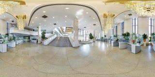 MINSK, BELARUS - JUILLET 2016 : plein panorama sans couture 360 degr?s de vue d'angle dans l'int?rieur du hall vide de luxe avec  images stock